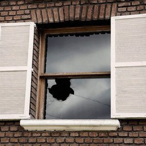 racconto finestra rotta